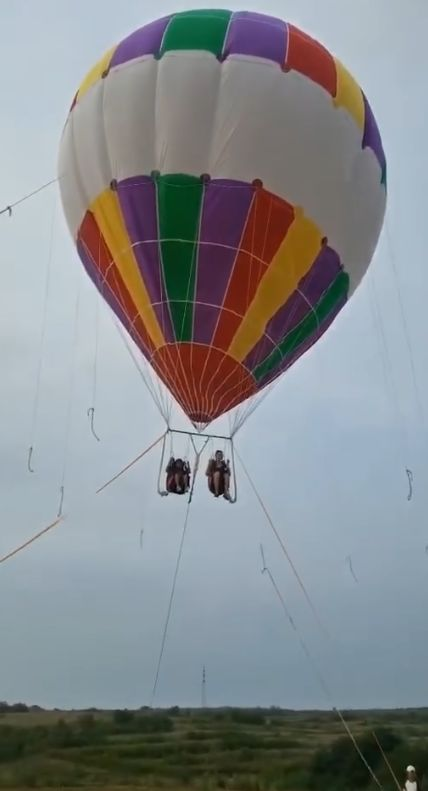 视频 山东一景区气球升空后破裂,母子俩坠亡