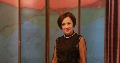 """TVB""""话筒影帝""""悉心照顾重病妻子 多希望她像以前一样和我吵一架"""