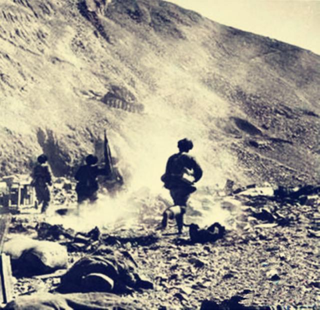 危急時刻,他們把大炮拉到了樹上,創造了戰史上的奇跡