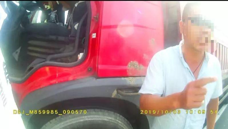 <b>货车驾驶员占用应急车道,遇盐城交警竟弃车溜之大吉</b>