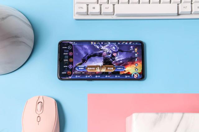 它跟其他游戏手机不一样?iQOO Pro 5G版超强的游戏性能