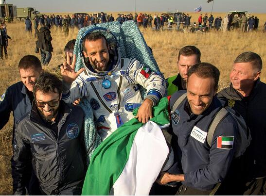 三名国际空间站宇航员成功回来