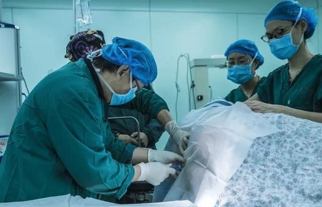 选择剖宫产的孕妈,提前剖和发动后再剖有哪些区别医生给出解释