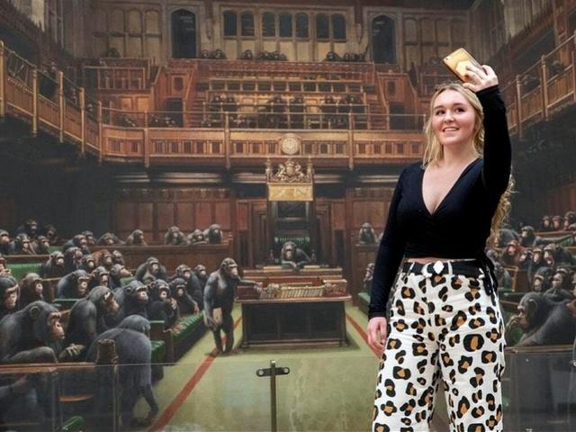 """英国脱欧博弈正酣,""""大猩猩议会""""画创纪录拍卖:8719万"""