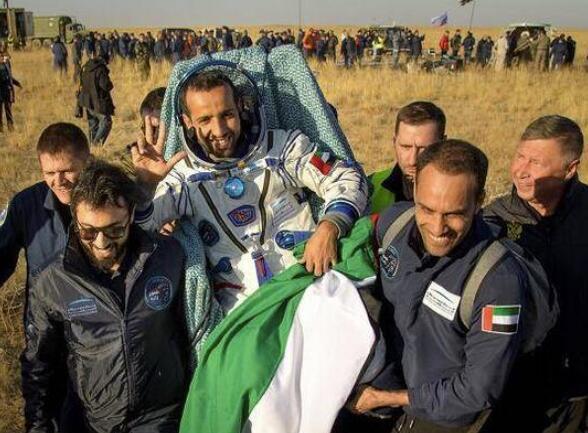3名空间站宇航员返回阿联酋宇航员:我脑袋变大了