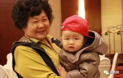 50岁中国辣妈,健身半年获健美冠军,这才叫青春不朽!