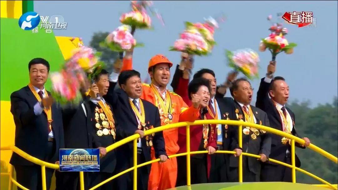 作为全国岗位学雷锋十大最美人物的代表受邀到北京观礼,她倍感荣幸.图片