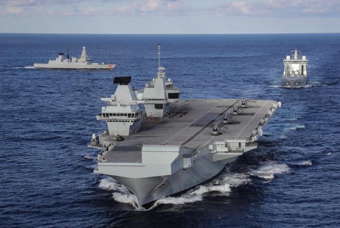 英第二航母完成测试,速度25节对南海跃跃欲试,被东风17打消念头