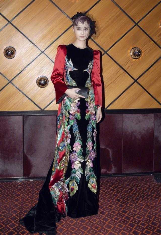 李宇春活该被<a href=http://www.bjtvnews.com/fashion/ target=_blank class=infotextkey>时尚</a>圈宠幸,一袭蓝色中国风长裙惊艳四座,美若仙女