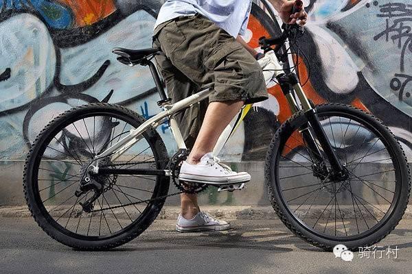 骑单车时穿什么鞋,也是很有讲究的哦!