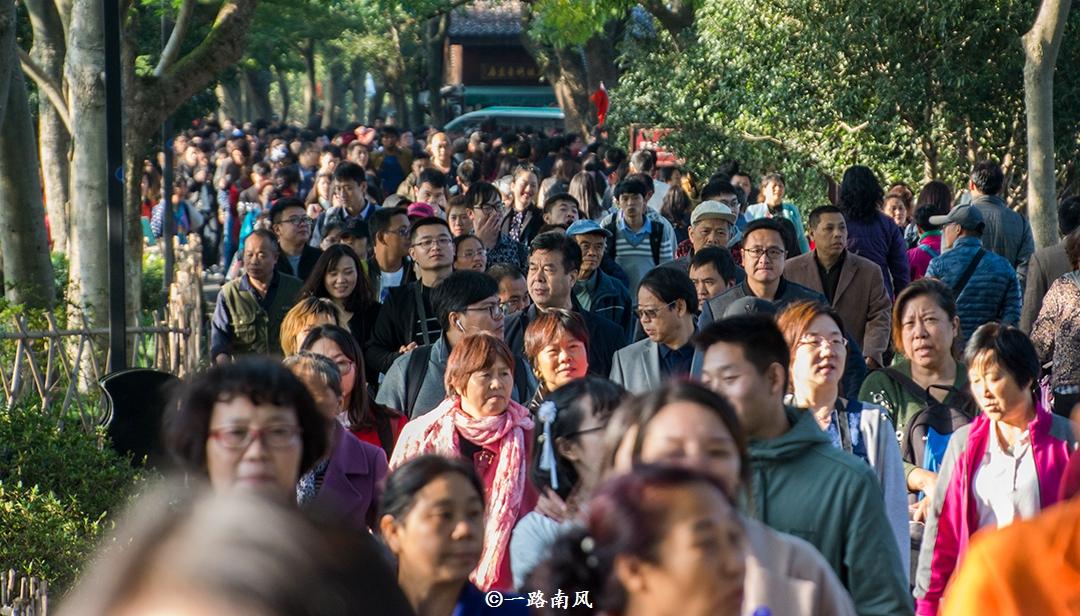 """国庆假期人气最旺的免费景区,位于杭州,""""只见人头不见湖""""!"""