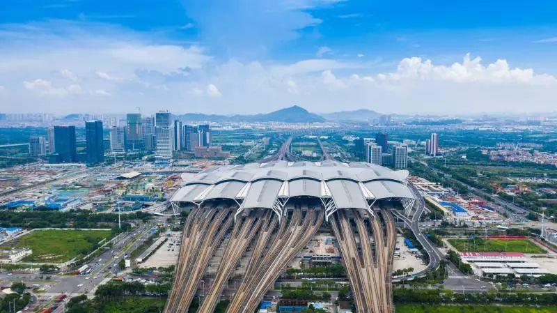 人从众?!今晚起广州南站临时开放东出发平台接客功能