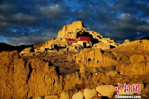 """""""世界屋脊之屋脊""""西藏阿里:牧民的旅游业脱贫路"""