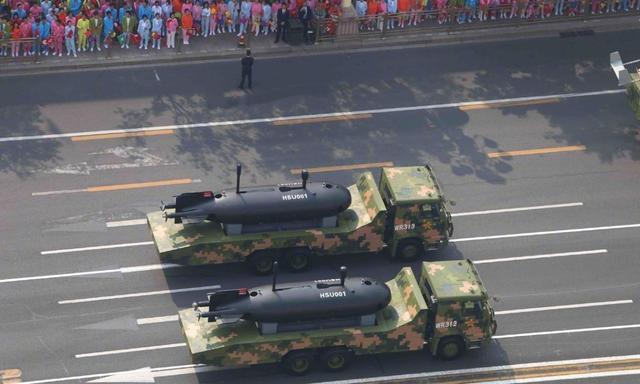 海军潜航器亮相阅兵式,全球能造的国家屈指可数,隐藏什么玄机