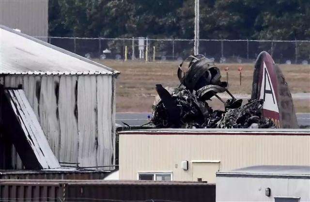 10月2日上午,美发生重大空难,一轰炸机撞向大楼,死亡人数攀升