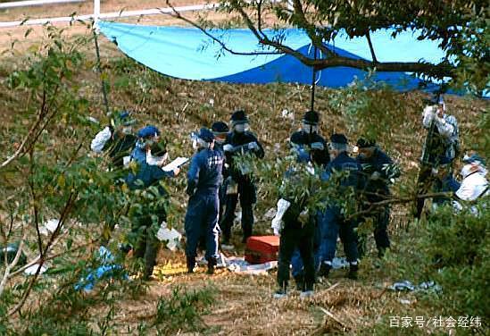 <b>行李箱里发现白骨化腐败女尸呈抱膝状有中国籍身份证</b>