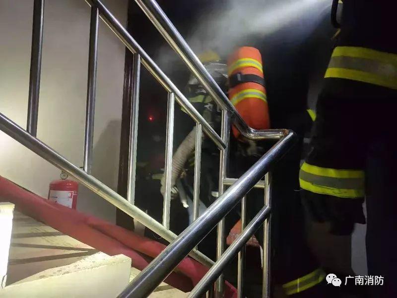 广南一小区发生火灾!!12名指战员赶往处置