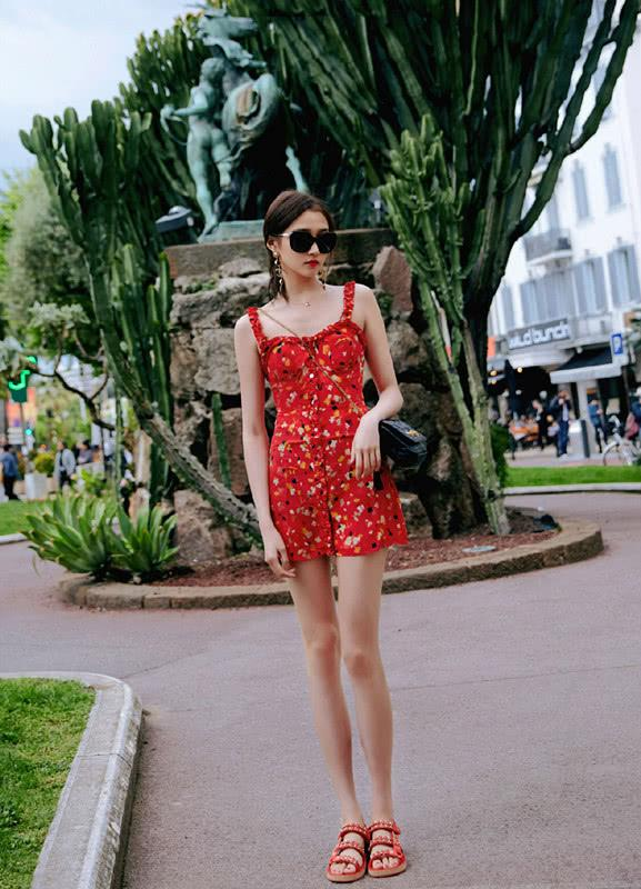 要是你也想穿出少女气息,参考下关晓彤的八套私服,很有青春感