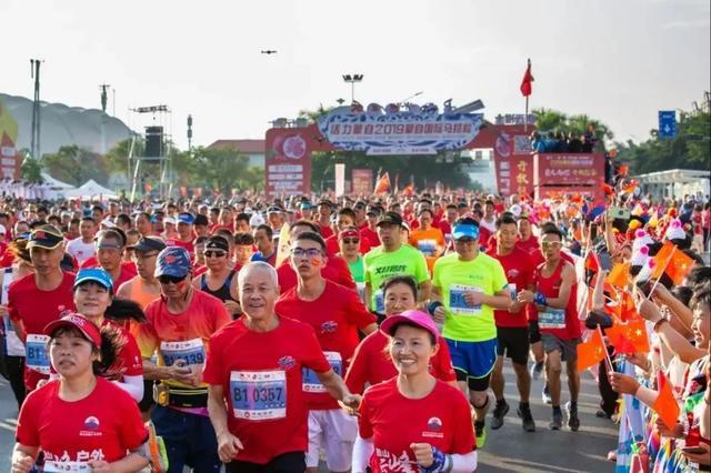 跑 跑 跑 减税降费 跑进 2019蒙自国际马拉松