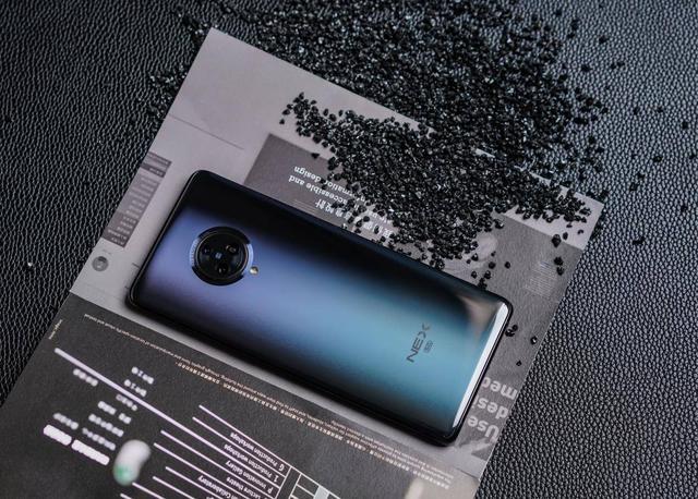 NEX35G创新令人赞赏,无界瀑布屏完胜iPhone11系列