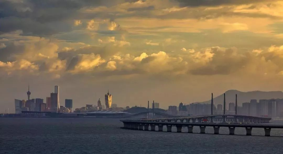 澳港经济总量_港珠澳跨海大桥图片