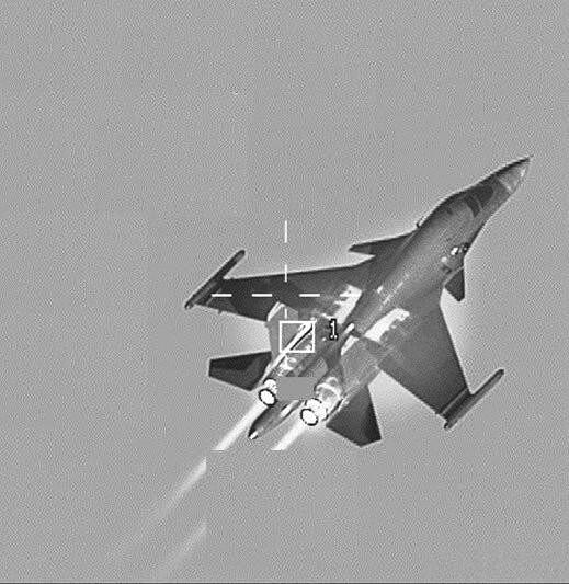 北约这次动真格了!F16锁定俄军轰炸机,苏34飞行员落荒而逃