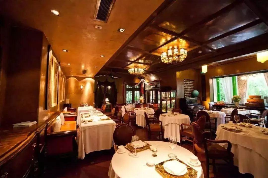 坐在新公布的米其林餐厅里,AA制也救不回上海人的友谊了……