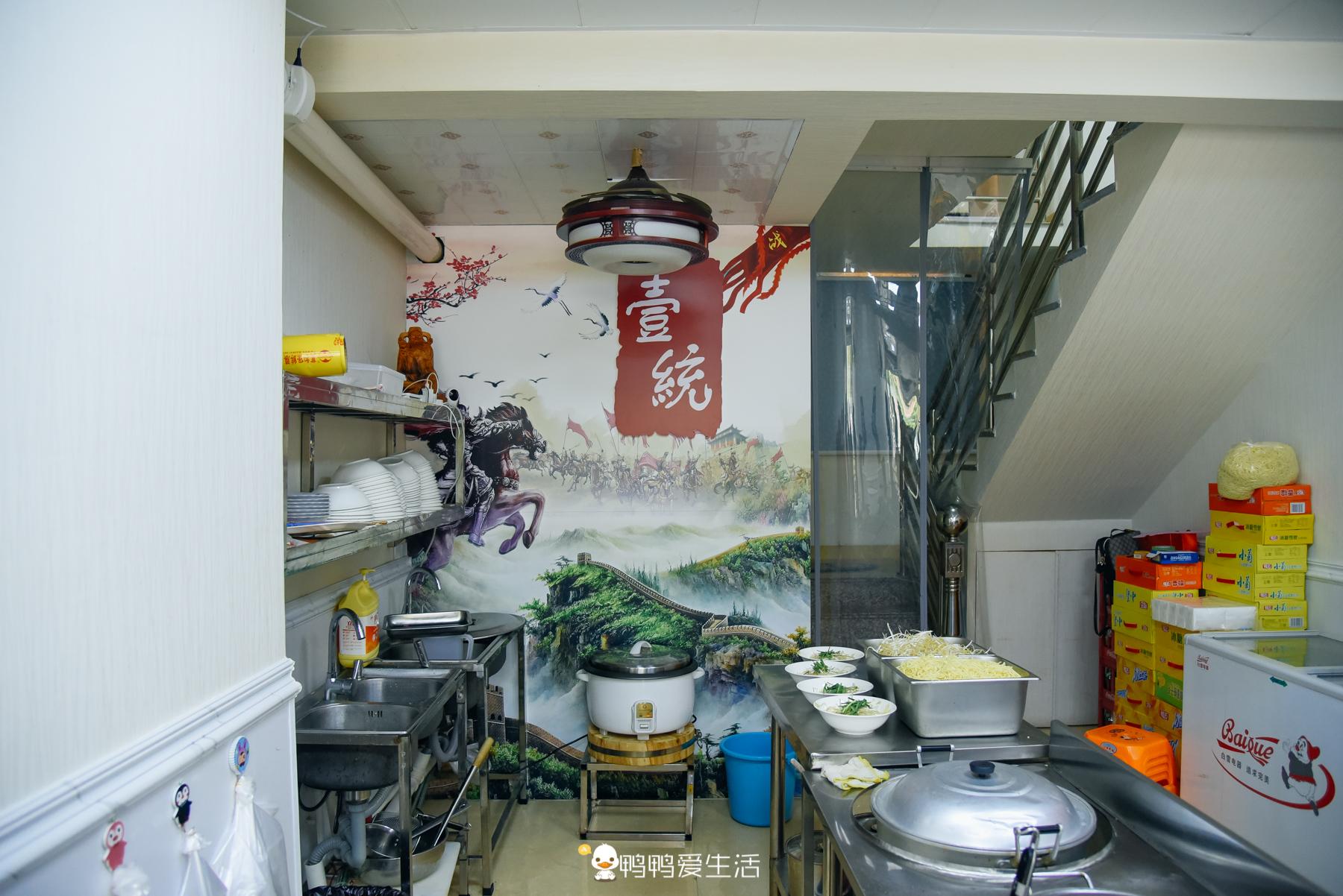 国庆假期自驾去龙海,偶遇一家沙茶面,15元加三样料,食客感叹非常好吃!