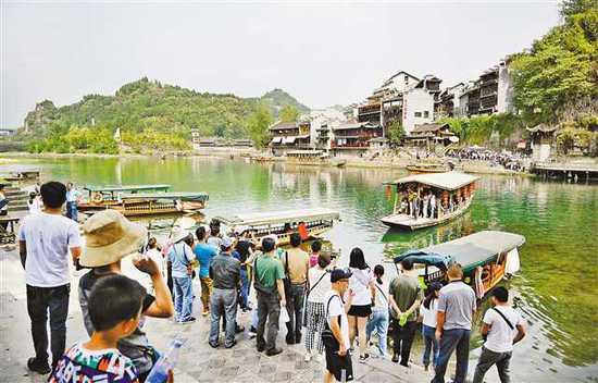 重庆温馨提示市民把更多空间留给外地游客网友点赞