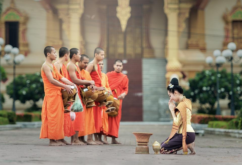 佛教:去寺庙烧香拜佛,向佛求财,能求到吗?