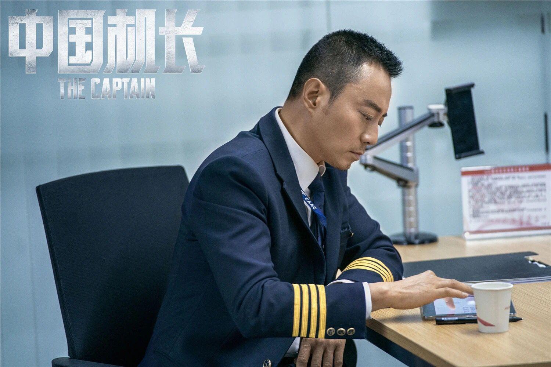 《中国机长》后来居上,单日票房反超《我和我的祖国》
