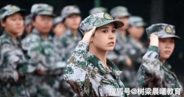 大一女生因高颜值军训照走红,拒绝进入娱乐圈,想安心学习