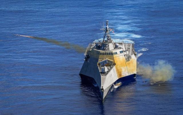 <b>美舰在10月1日当天发射隐形导弹,放出张狂言论,将要来南海撒野</b>