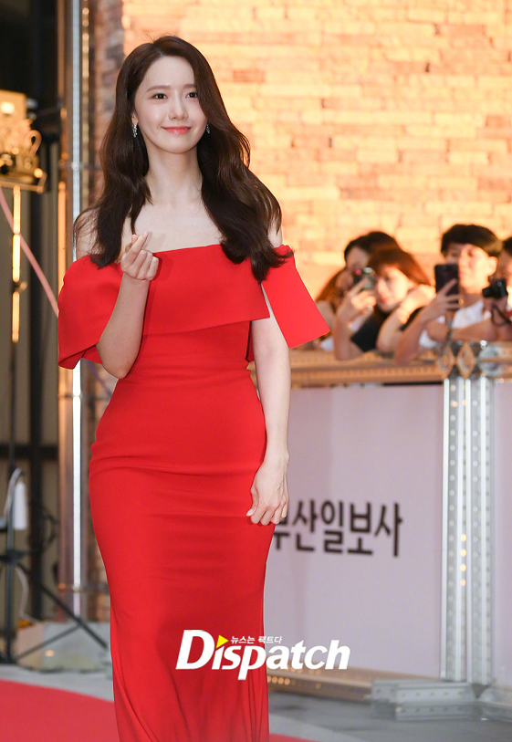 "<b>林允儿穿红裙化身""美人鱼"",美出新高度,不愧是南韩神颜</b>"