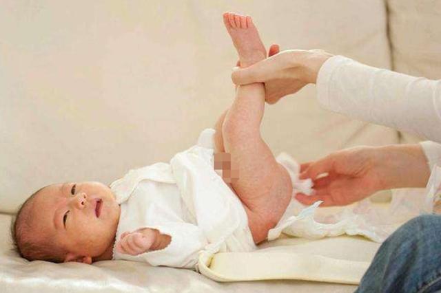 """女宝宝出生一周""""来月经"""",送医后,医生的解释让妈妈脸红"""