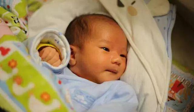 新生儿黄疸到底有多可怕?如何应对新生儿黄疸?
