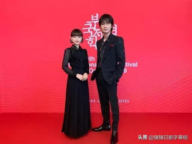《乐园》绫野刚与杉咲花登上釜山电影节红毯
