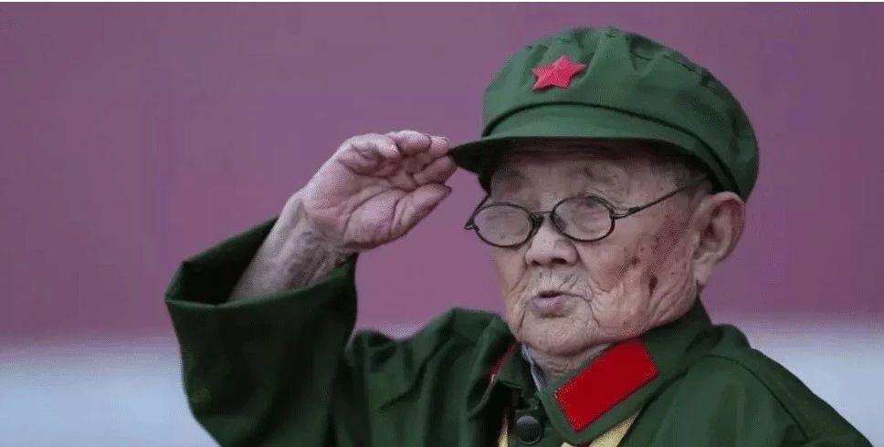 身高仅1米2的中国军人,击毙多名日本军官,94岁高龄精神抖擞