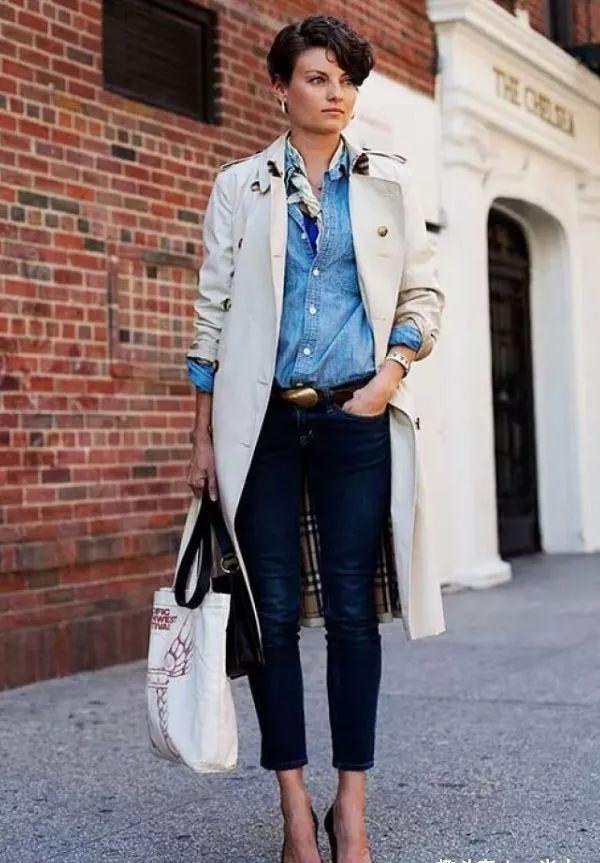 四五十岁的女人,尽量不要背三种包包了,没气质,还不得体