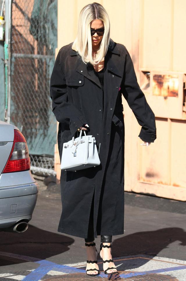 女星科勒·卡戴珊现身洛杉矶街头,她有一种特别的风采