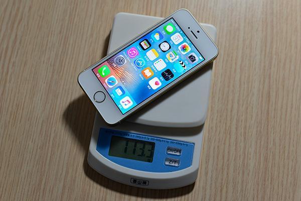 时隔4年,苹果或重启iPhone SE,配暗夜绿你能忍住不买吗?