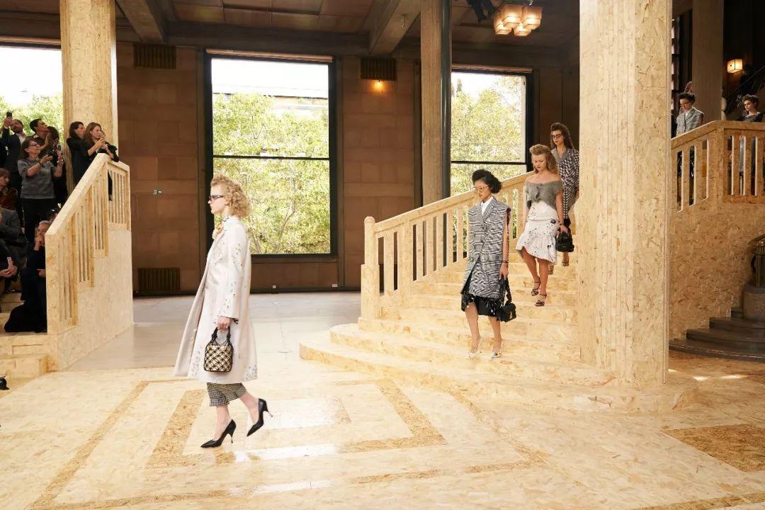 Chanel闯入不速之客、LV高调炫美...这次时装周,又是谁赢了?