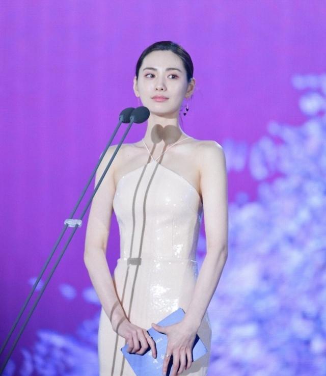 """世界""""第一美女""""有多美?看她穿""""乳胶""""人鱼裙的样子,真是绝了插图(3)"""