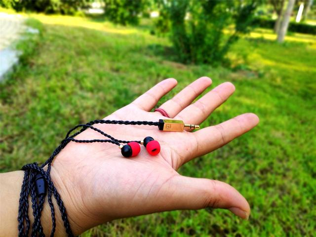 原创             一见钟情,女神般尤物,巫潘多拉女性耳机魔力何在?