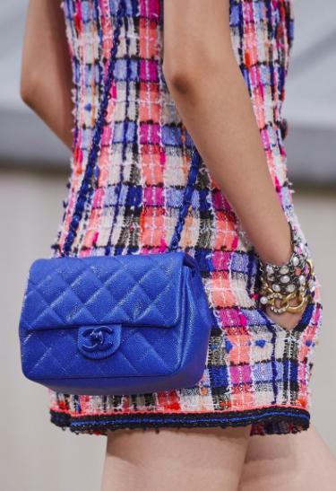 原创             香奈儿2020春夏最新包款抢先看:从斜纹软呢到信封包实用时髦兼具