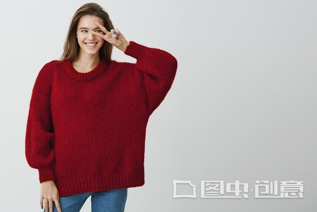三种不同款式的秋冬毛衣,让你穿出慵懒甜美范儿