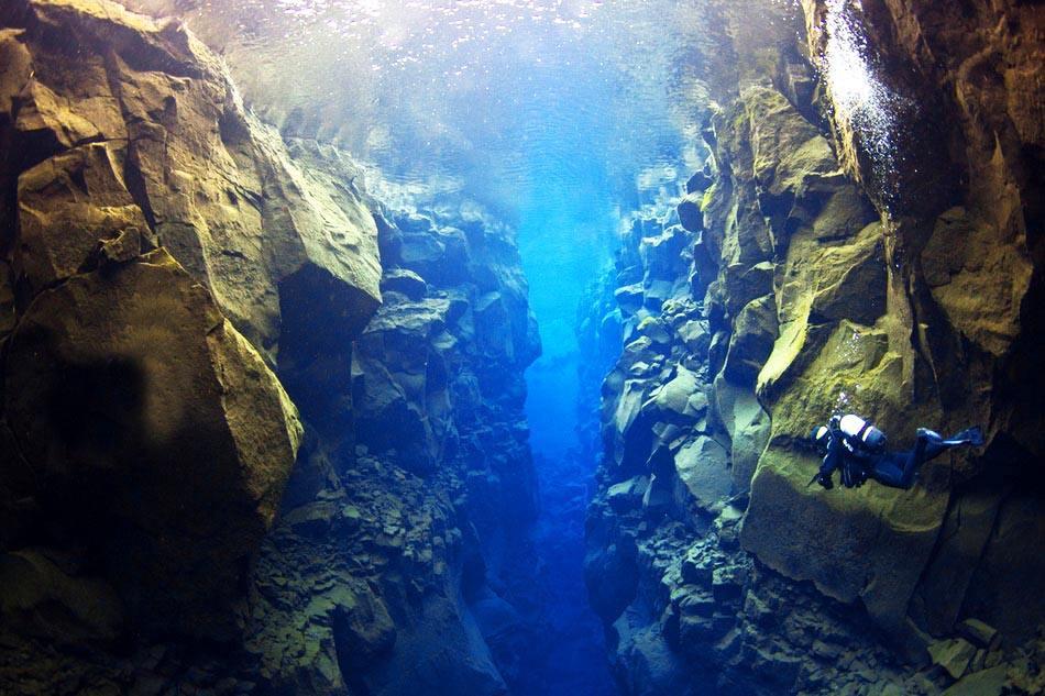 原创             冰岛旅游你会用一天时间打卡黄金圈吗?不是购物是看40米高间歇泉