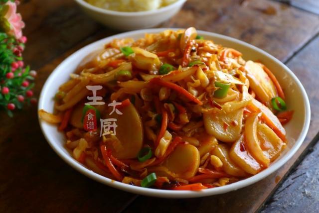 郫县美食推荐_辣炒年糕的家常做法,配上营养蔬菜,比饭店做的好吃_郫县