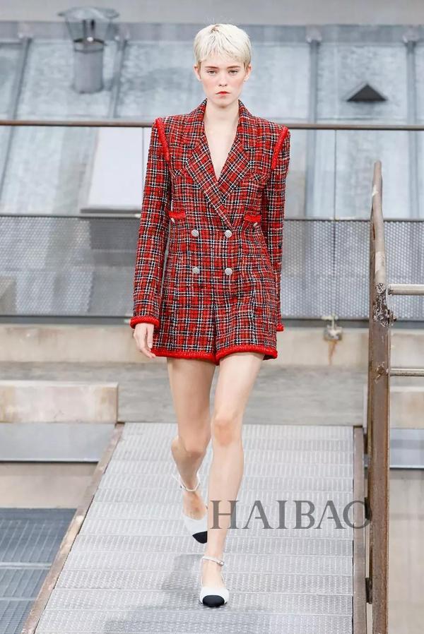 对女孩最好的夸奖:你穿Chanel真好看!智慧与自信兼具的女人最美