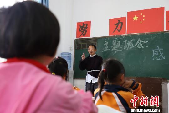 """贵州开通""""绿色通道""""不让一个贫困孩子失学_教育"""